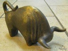 Stier, in Bronzeguss. Adler, Doppeladler oder andere Tierfiguren fertigen wir gerne fuer Ihr Denkmal oder Grabmal an.