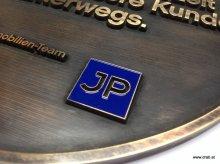 Schild aus 7 mm Messing mit Buchstaben erhaben.